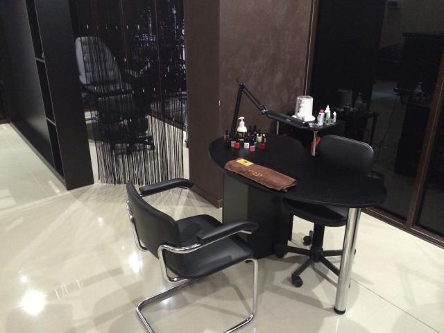 Бу мебель и оборудование для студии маникюра и педикюра